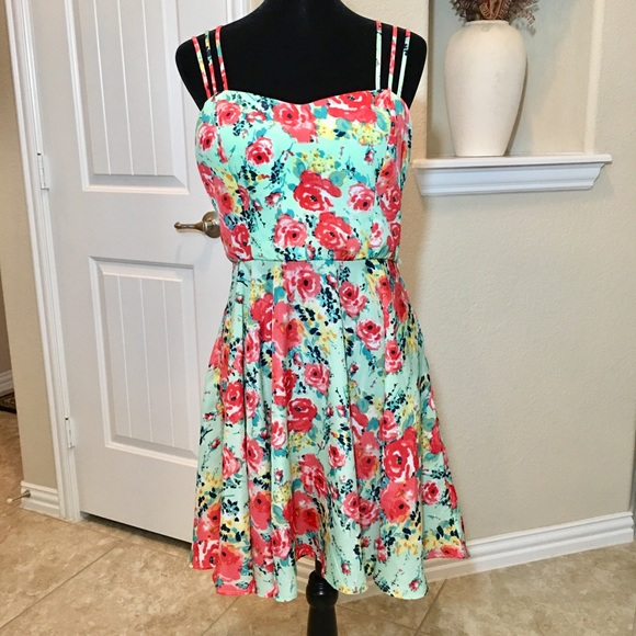 Dresses & Skirts - Floral Sundress